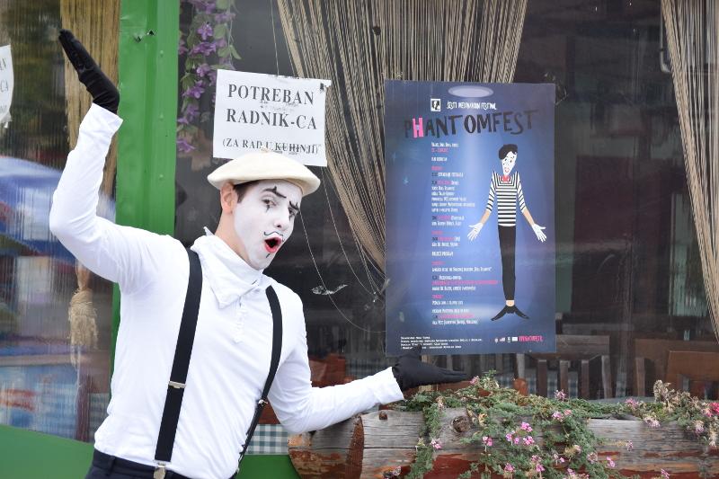 Pantomima izlazi na ulicu 12