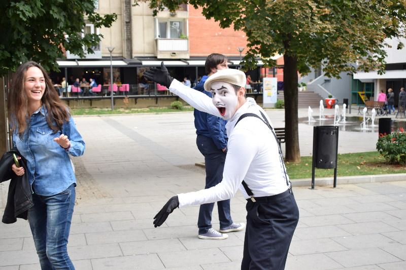 Pantomima izlazi na ulicu 4