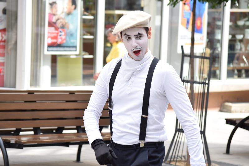 Pantomima izlazi na ulicu 5
