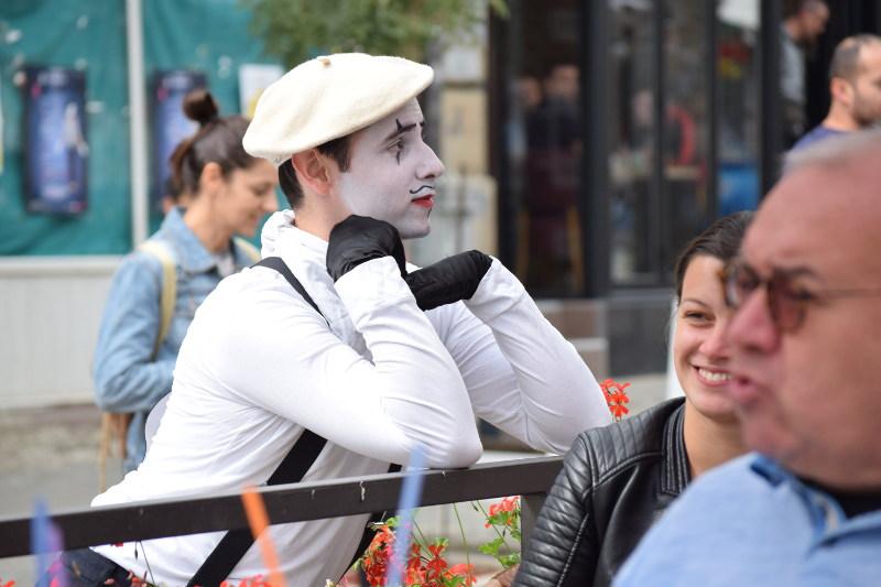 Pantomima izlazi na ulicu 8
